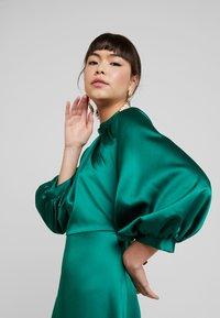 Closet - GATHERED NECK A-LINE MIDI DRESS - Korte jurk - green - 4