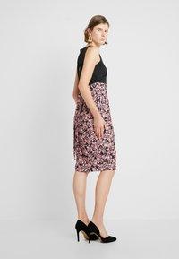 Closet - PLEATED PENCIL DRESS - Robe fourreau - pink - 3