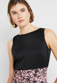 Closet - PLEATED PENCIL DRESS - Robe fourreau - pink - 4