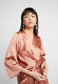 Closet - PLEATED WRAP DRESS - Robe d'été - rose gold - 4