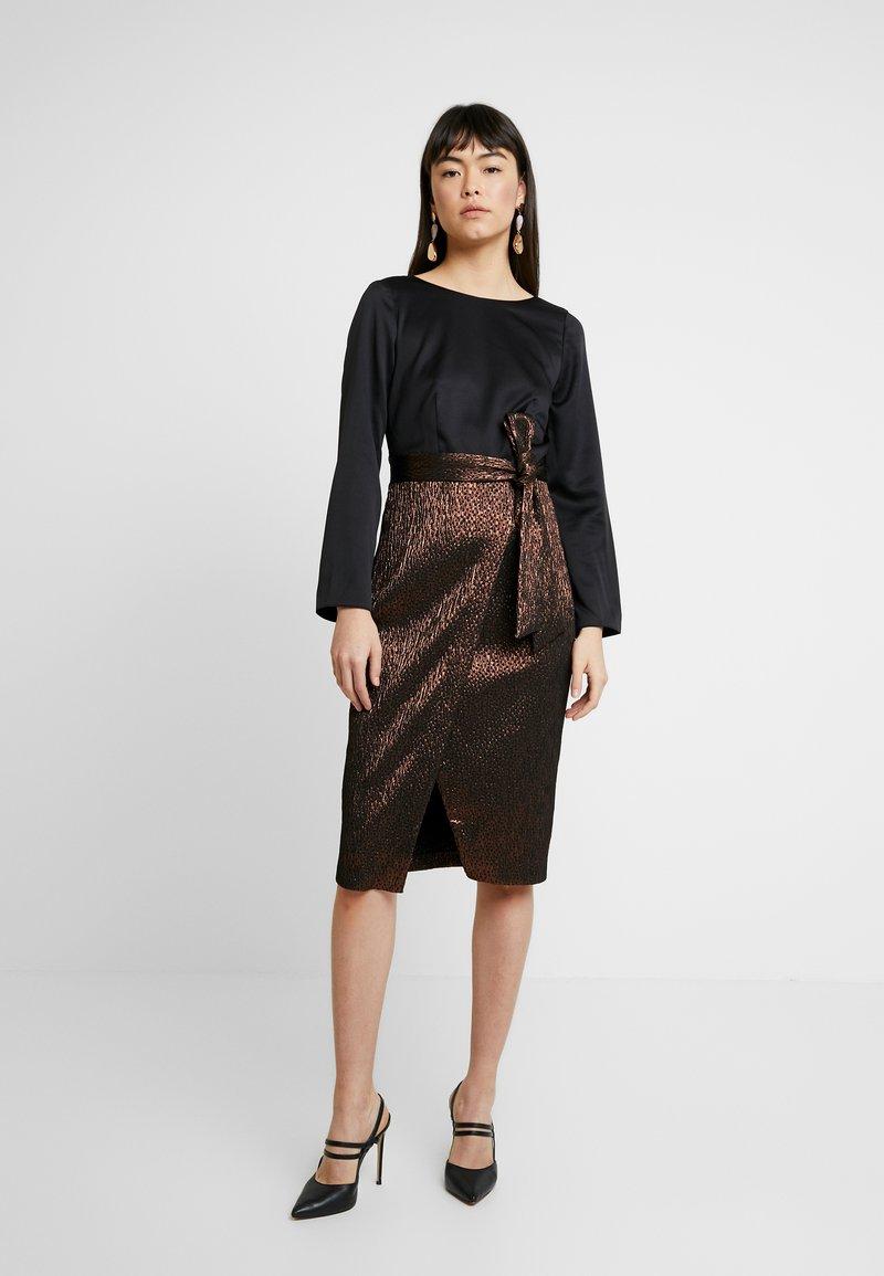 Closet - PENCIL DRESS - Pouzdrové šaty - rose gold
