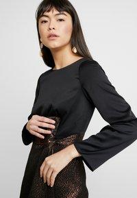 Closet - PENCIL DRESS - Pouzdrové šaty - rose gold - 4