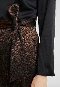 Closet - PENCIL DRESS - Pouzdrové šaty - rose gold - 6