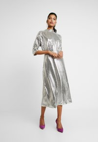 Closet - KIMONO SLEEVE DRESS - Vestito elegante - silver - 0