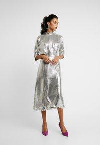 Closet - KIMONO SLEEVE DRESS - Vestito elegante - silver - 2