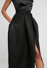 Closet - CLOSET GOLD FULL SKIRT V NECK DRESS - Cocktailjurk - black - 6