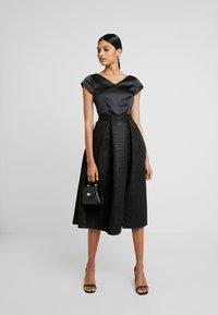 Closet - CLOSET GOLD FULL SKIRT V NECK DRESS - Cocktailkjole - black - 2
