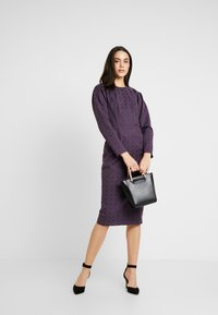 Closet - PUFF SLEEVE PENCIL DRESS - Pouzdrové šaty - purple - 2