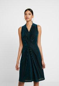 Closet - CENTRE PLEATS A LINE DRESS - Sukienka koktajlowa - teal - 0