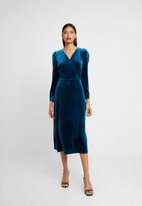 Closet - WRAP ALINE DRESS - Vestido de cóctel - teal - 0