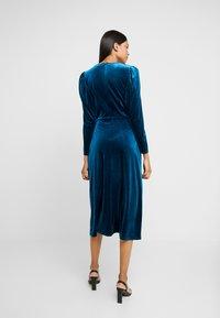 Closet - WRAP ALINE DRESS - Vestido de cóctel - teal - 2
