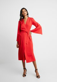 Closet - PLEATED SLEEVE WRAP DRESS WITH FRONT TIE - Denní šaty - red - 2