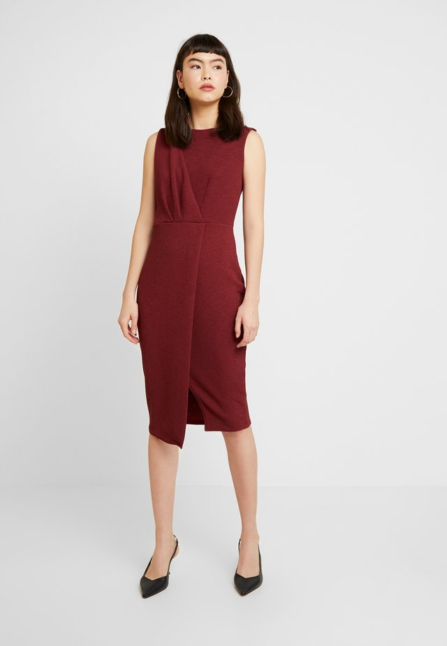 CLOSET DRAPED SLEEVELESS WRAP DRESS - Shift dress - tawny port