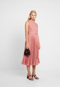 Closet - PLEATED DRESS - Denní šaty - rose - 1
