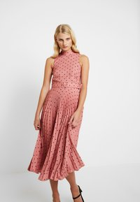 Closet - PLEATED DRESS - Denní šaty - rose - 3