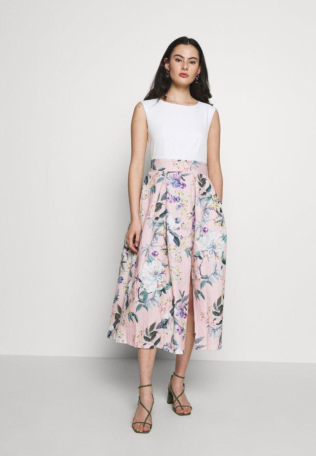 CLOSET PLEATED SKIRT DRESS - Sukienka koktajlowa - peach