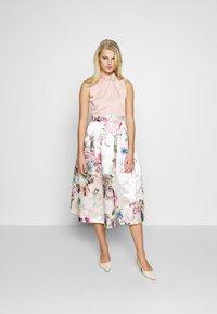 Closet - FULL SKIRT DRESS - Robe de soirée - peach - 1