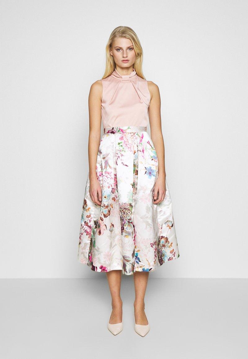 Closet - FULL SKIRT DRESS - Robe de soirée - peach
