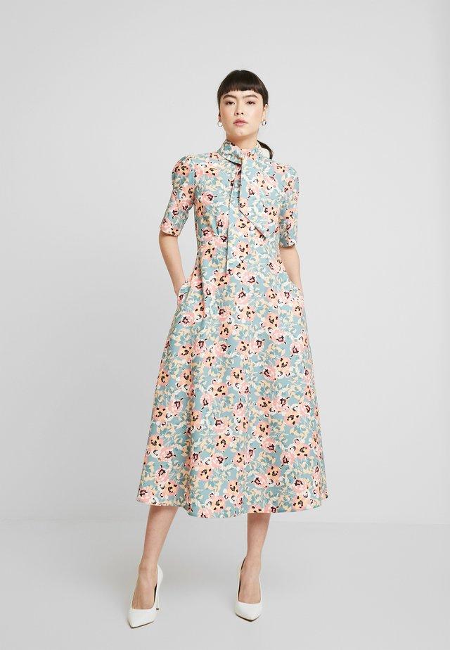 CLOSET MIDI DRESS - Sukienka koszulowa - apricot