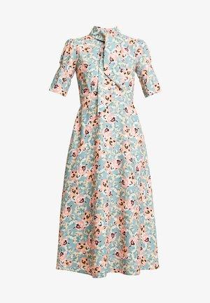 CLOSET MIDI DRESS - Vestido camisero - apricot
