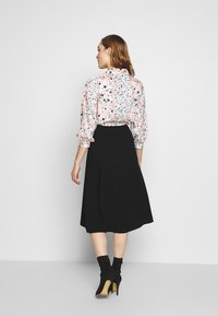 Closet - COLLARED PENCIL DRESS - Denní šaty - peach - 2