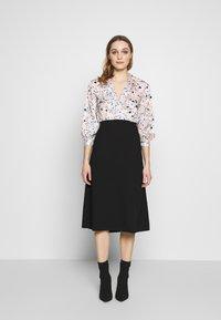 Closet - COLLARED PENCIL DRESS - Denní šaty - peach - 0