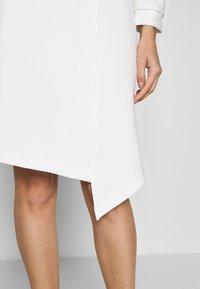 Closet - CLOSET LONG SLEEVE WRAP DRESS - Pouzdrové šaty - ivory - 5