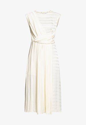 CLOSET PLEATED A-LINE DRESS - Vapaa-ajan mekko - beige