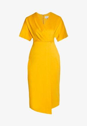 WRAP MIDI DRESS - Žerzejové šaty - mustard