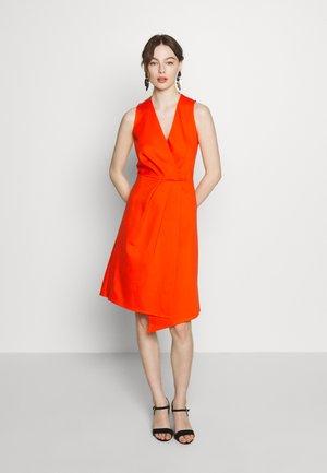 PLEATED WRAP A-LINE DRESS - Robe en jersey - orange