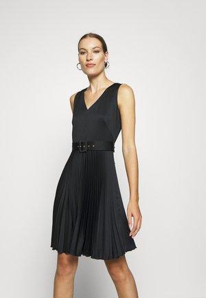 V-NECK PLEATED DRESS - Vestito elegante - black