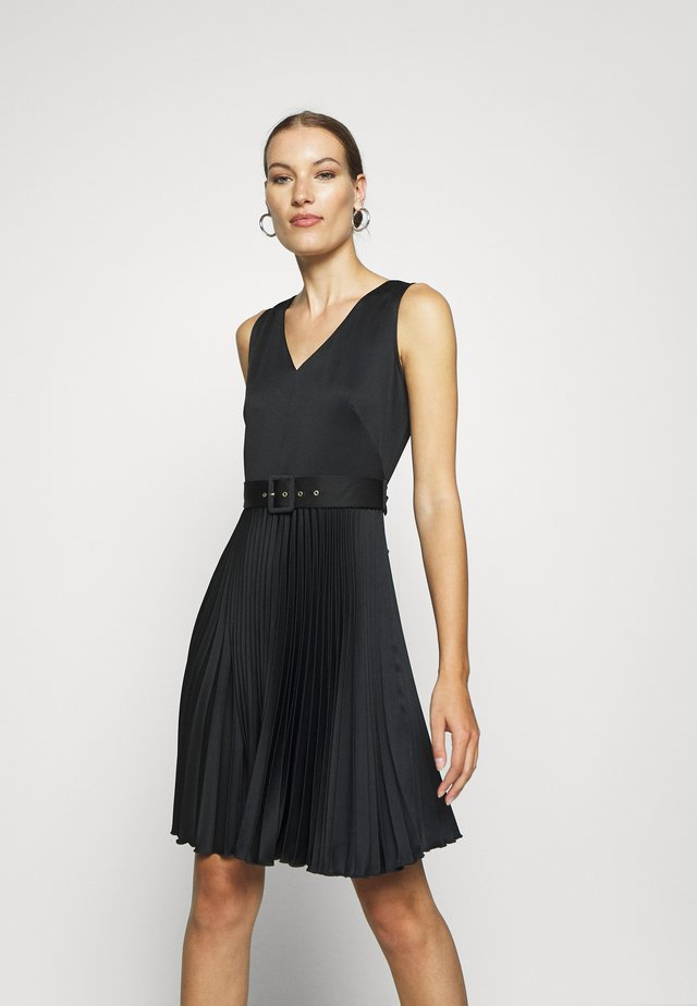 V-NECK PLEATED DRESS - Juhlamekko - black