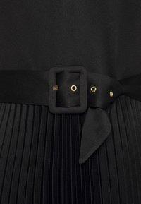 Closet - V-NECK PLEATED DRESS - Vestito elegante - black - 2