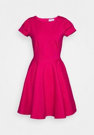 CLOSET SHORT SLEEVE SKATER DRESS - Korte jurk - pink