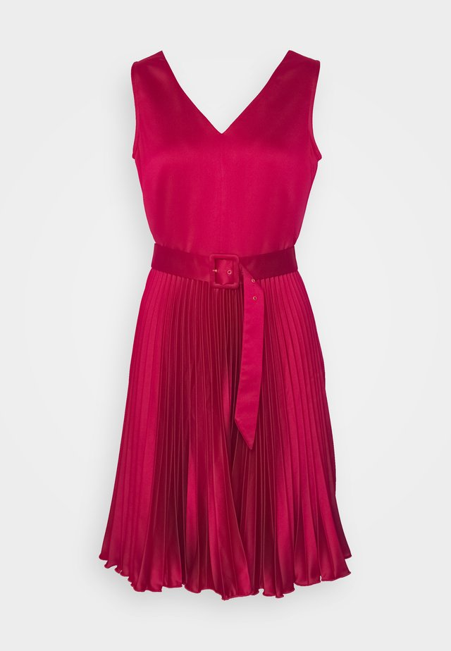 CLOSET V NECK PLEATED DRESS - Cocktailklänning - burgundy