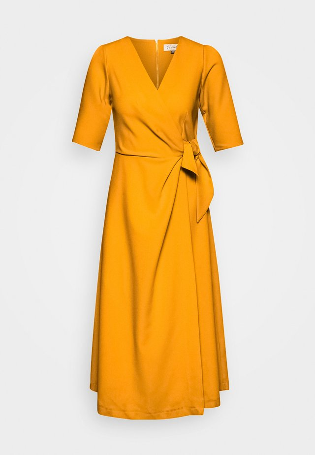 CLOSET SHORT SLEEVE WRAP DRESS - Fodralklänning - mustard