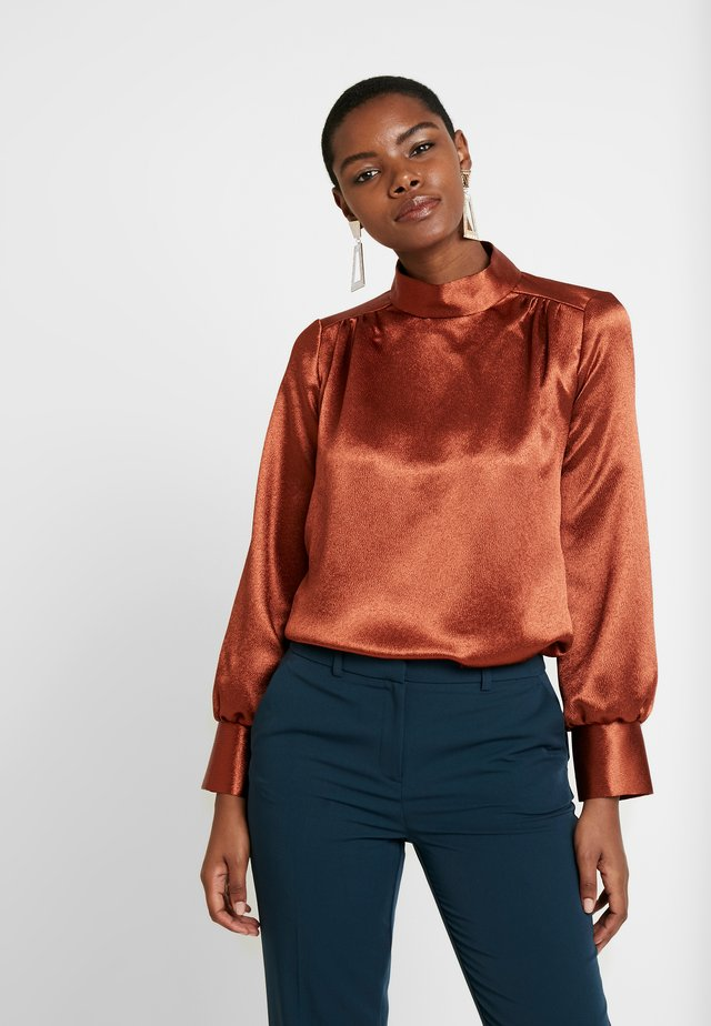 HIGH NECK GATHERED BLOUSE - Blus - rust