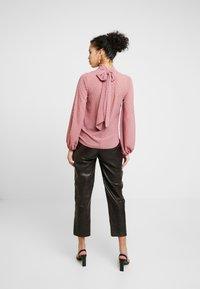 Closet - GATHER NECK BLOUSE WITH TIE - Blouse - blush - 2