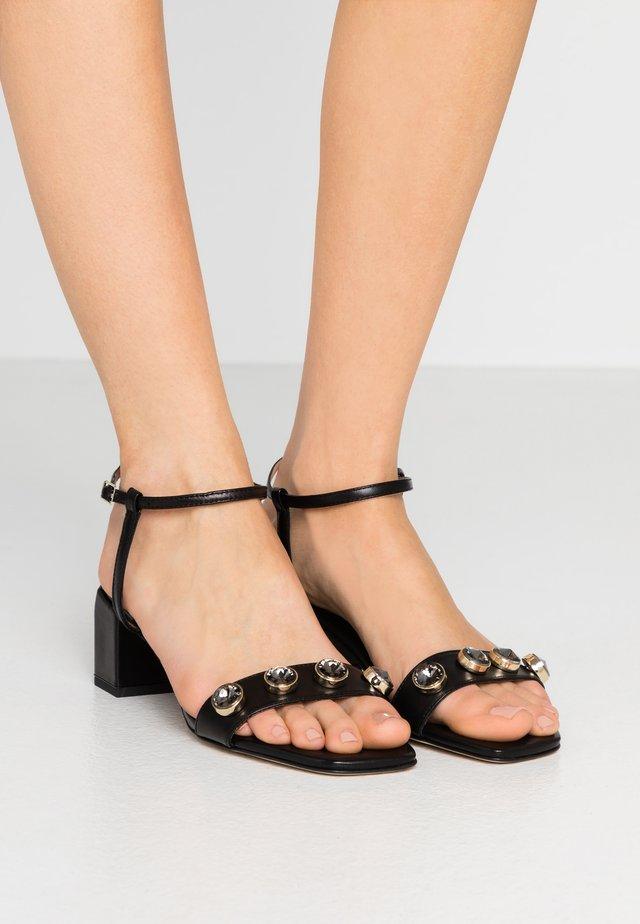 ABBEYE - Sandals - noir