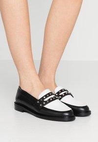 Claudie Pierlot - AFFECTIONE - Slippers - black - 0