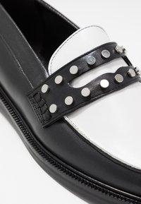 Claudie Pierlot - AFFECTIONE - Slippers - black - 2