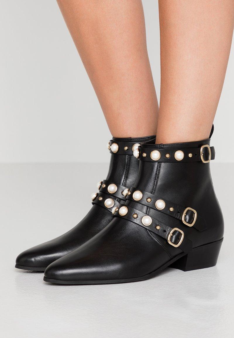 Claudie Pierlot - ALEGRIAH - Classic ankle boots - black