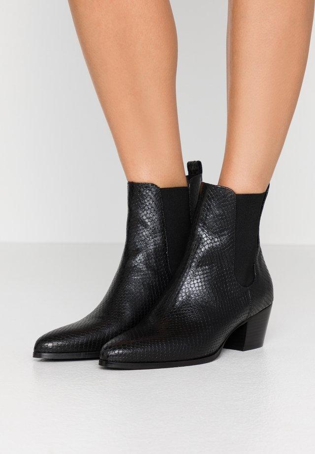 ABBIE PYTHONE - Classic ankle boots - noir