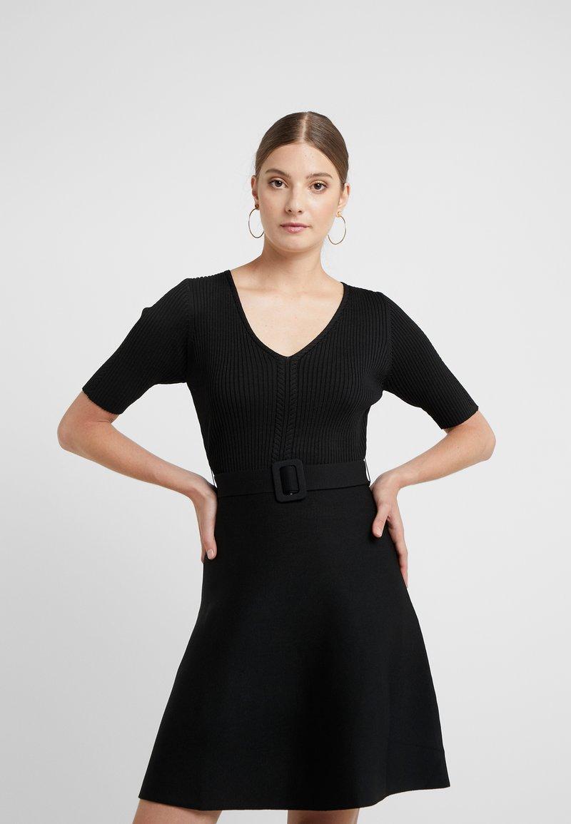 Claudie Pierlot - MANGALA - Stickad klänning - noir