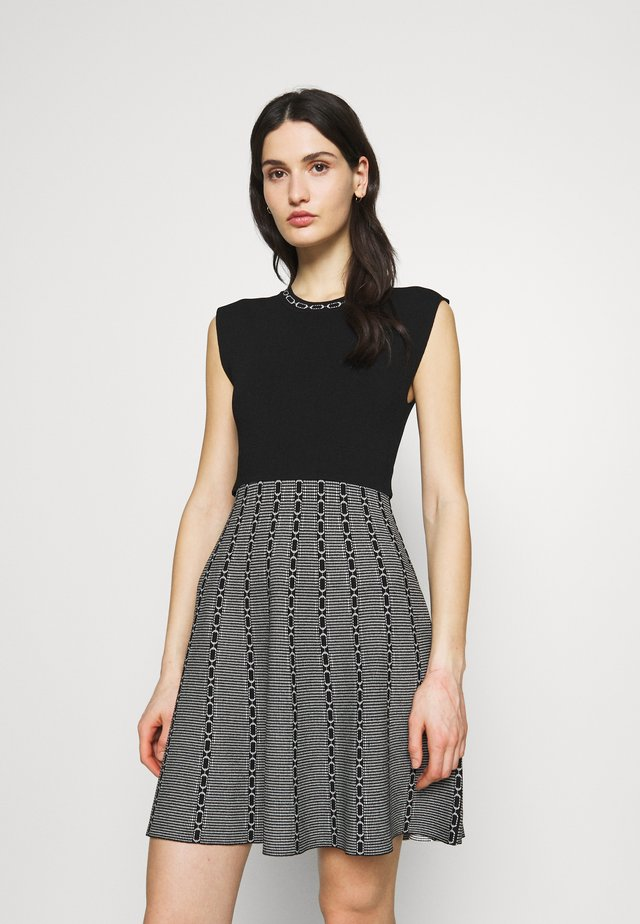 MARGUERITEE - Sukienka dzianinowa - black/grey