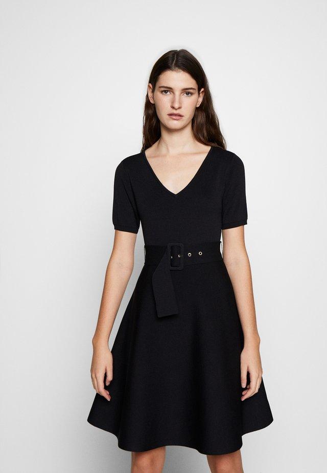 MONCOEURE - Strikket kjole - noir
