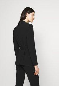 Claudie Pierlot - VALAYAH - Blazer - noir - 2