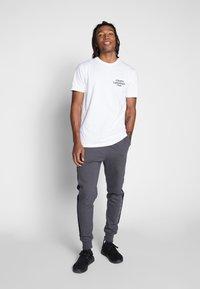 Cleptomanicx - LIGHT CLUB - Print T-shirt - white - 1
