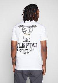 Cleptomanicx - LIGHT CLUB - Print T-shirt - white - 0