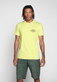 Cleptomanicx - LIGHT CLUB - Print T-shirt - elfin yellow - 0